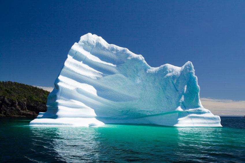 фото атлантического океана с айсбергом